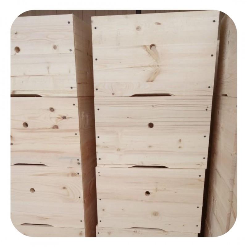 Фото 10. Ульи для пчел на 12 и 16 рамок Дадана-Блатта по Госту 1979 года