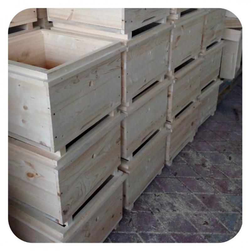 Фото 11. Ульи для пчел на 12 и 16 рамок Дадана-Блатта по Госту 1979 года