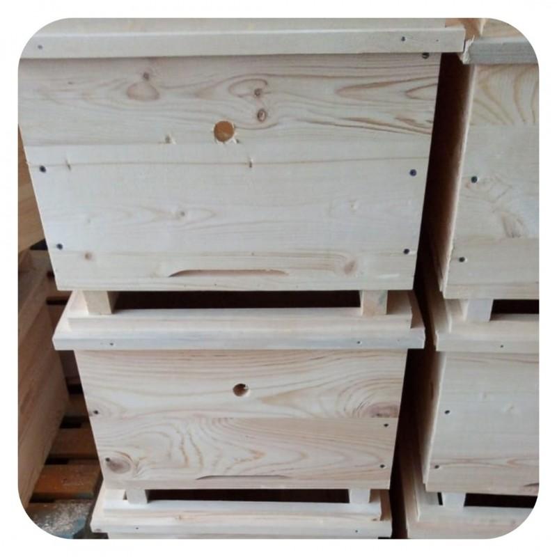 Фото 5. Ульи для пчел на 12 и 16 рамок Дадана-Блатта по Госту 1979 года