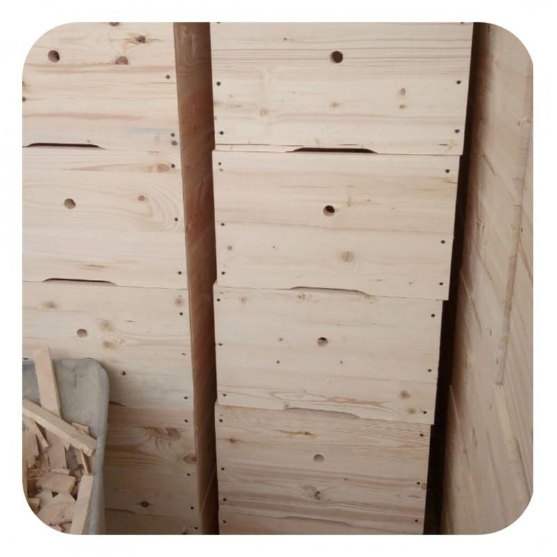 Фото 9. Ульи для пчел на 12 и 16 рамок Дадана-Блатта по Госту 1979 года