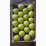 Свежие фрукты яблоки в Сербии